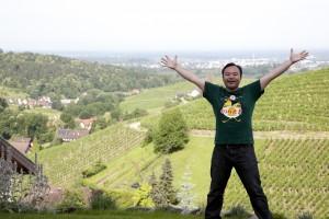 Schwarzwaldで大きく手を広げる土田